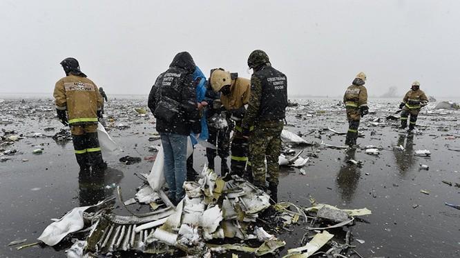Chiếc máy bay chở khách Boeing 737-800 bay từ Dubai tới, đã bị rơi ở Rostov-na-Donu vào đêm sang ngày thứ Bảy. Trên khoang có 62 người — 55 hành khách và 7 thành viên phi hành đoàn, tất cả đều tử vong.