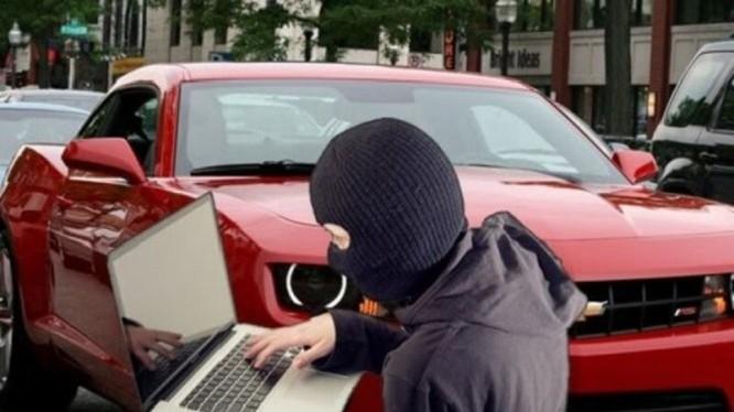Video: Cẩn thận, tin tặc có thể hack xe hơi từ xa!
