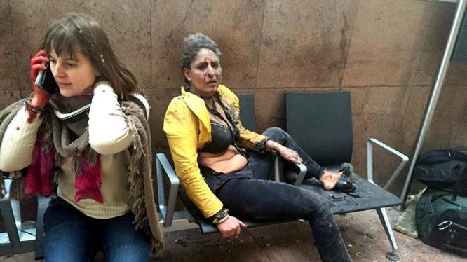 Điều chưa biết về bức ảnh biểu tượng của cuộc khủng bố ở Bỉ