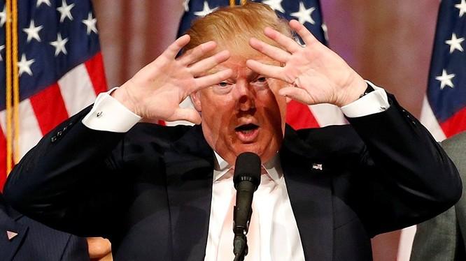 Tỷ phú Trump điêu đứng vì ảnh khỏa thân của vợ