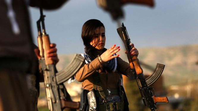 Nữ dân quân người Kurd trước thềm Năm mới của vùng Ba Tư
