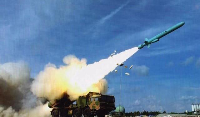 Bức ảnh đăng trên Weibo với tên lửa chống hạm YJ-62 phóng từ một vị trí được cho là ở đảo Phú Lâm. Ảnh:Jane's Defence Weekly/Weibo