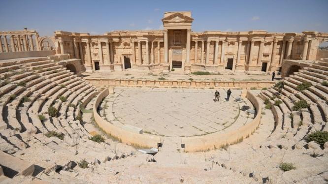 Syria ăn mừng vì giành lại Palmyra
