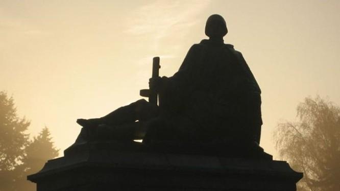 Ba Lan dỡ bỏ 500 di tích tượng đài thời Xô viết