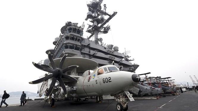 Tàu sân bay Mỹ rầm rộ tập trận ở Biển Đông
