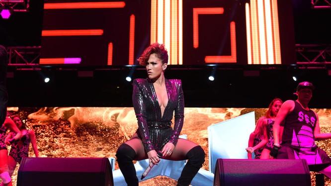 """Ca sĩ Mỹ Jennifer Lopez giành danh hiệu """"Sexy nhất mọi thời đại."""" Đọc thêm: http://vn.sputniknews.com/photo/20160407/1469404.html#ixzz45CdjRTB7"""
