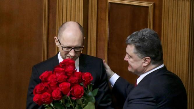 Thủ tướng Ukraina Arseniy Yatsenyuk và Tổng thống Pyotr Poroshenko tại cuộc họp đầu tiên của tân nghị viện Ukraina ở Kiev Đọc thêm: http://vn.sputniknews.com/photo/20160411/1493276.html#ixzz45XZQoavV