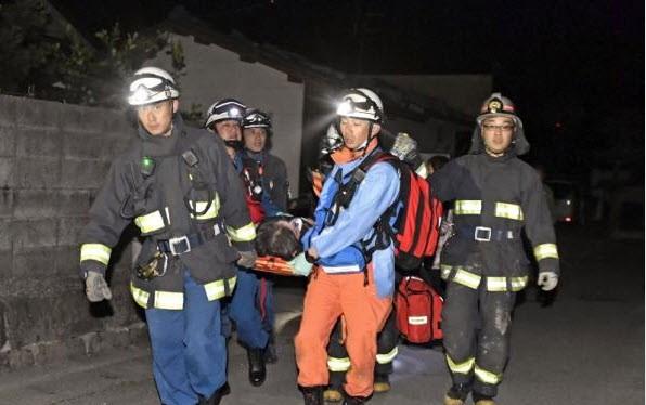 Nhật Bản: Đổ nát hoang tàn sau trận động đất