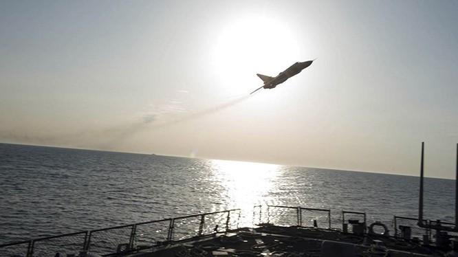 Kremlin bác cáo buộc vụ máy bay quân sự Nga tiếp cận tàu khu trục Mỹ