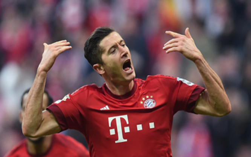 Lewandowski toả sáng giúp Bayern đánh bại Schalke. (Ảnh: Getty)