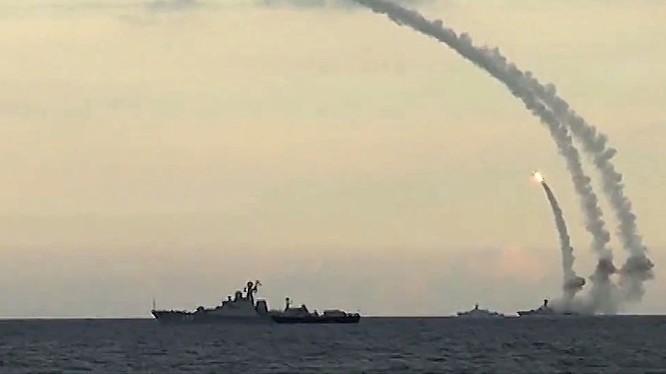 """Nga tập trận bắn tên lửa từ tổ hợp """"Calibr-NK"""" trên biển Caspian"""