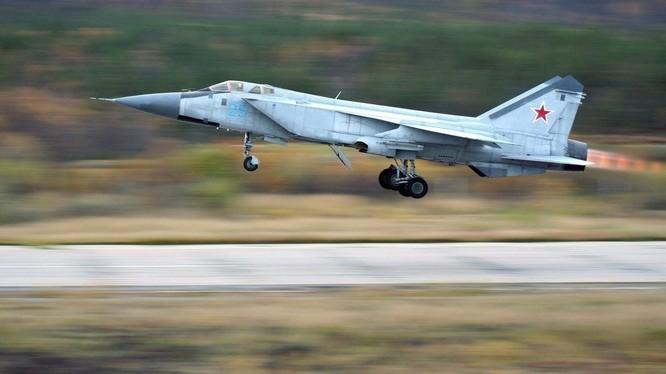 Mỹ: Máy bay do thám bị máy bay chiến đấu Nga ngáng đường