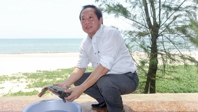 Bộ trưởng Trương Minh Tuấn yêu cầu trong khi chờ cơ quan chuyên môn kết luận các cơ quan báo chí cần khuyến cáo người dân ở các vùng biển nói trên và du khách tránh tâm lý lo ngại dẫn đến tẩy chay các loại hải sản có nguồn gốc rõ ràng làm ảnh hưởng hoạt đ