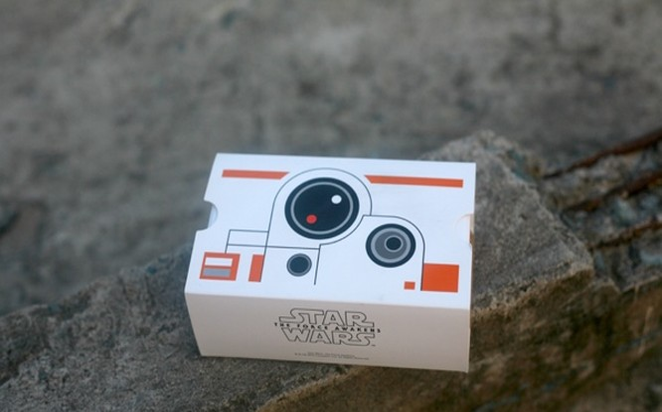 Google Cardboard, như tên gọi, là chiếc kính thực tế ảo được làm chủ yếu từ vật liệu giấy cứng nhằm tiết giảm chi phí. Chiếc kính được hai kỹ sư của Google lên ý tưởng và đưa ra cho giới lập trình viên từ năm 2014, và chỉ bán ra từ đầu năm 2016 trên Play