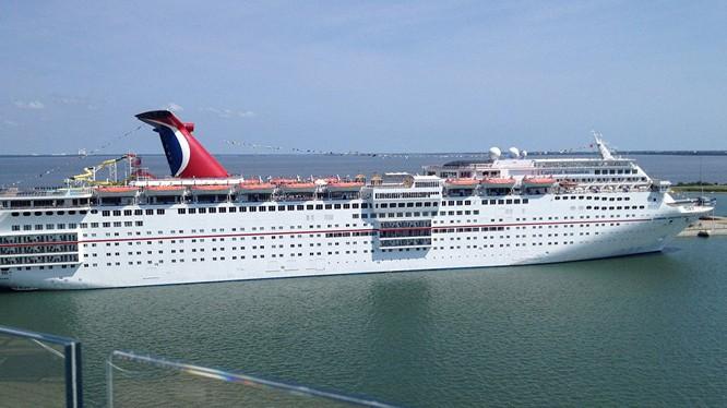 Tàu du lịch Mỹ lần đầu đến Cuba sau nửa thế kỷ