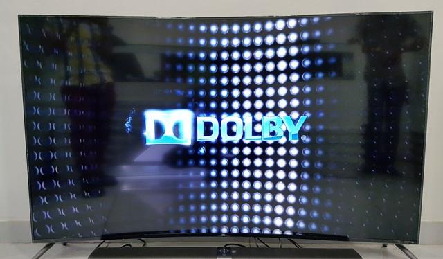 Mi TV 3S màn hình cong kích thước 65 inch cùng Mi TV Bar.