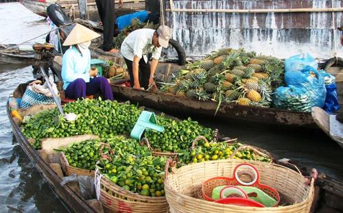 Video: Chợ nổi Cái Răng trong sương sớm
