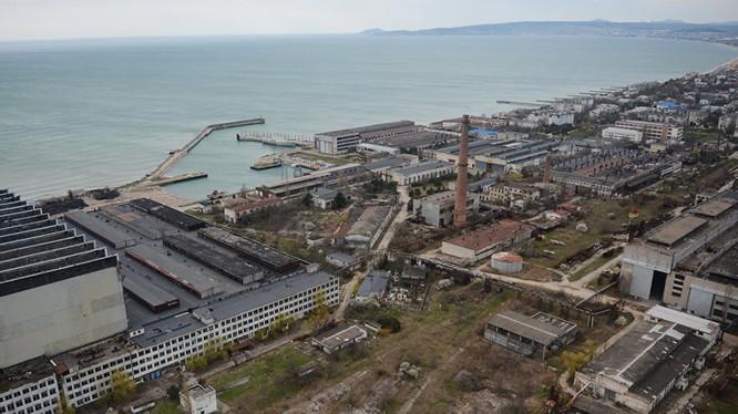 """Nhà máy đóng tàu """"Biển Khơi"""" gần Feodosia"""