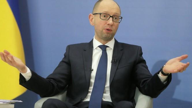 Mất ghế Thủ tướng Ukraina, ông Yatsenyuk cống hiến gấp đôi