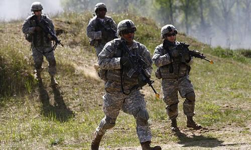"""Video: NATO rầm rập tập trận ngay """"cửa ngõ"""" Nga"""