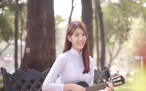 Video: Cô gái Malaysia hát nhạc Việt cực dễ thương