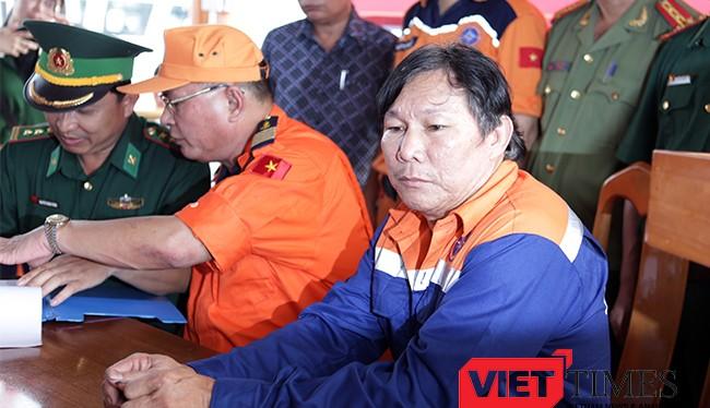 Thuyền trưởng già Phạm Phú Thành lặng người khi kể về cái đêm định mệnh giữa biển Hoàng Sa