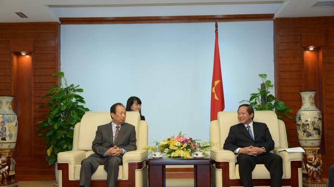 Sáng 6/5, Bộ trưởng Trương Minh Tuấn đã có buổi tiếp và làm việc với ông Shin Jong Kyun, Tổng giám đốc điều hành tập đoàn Samsung