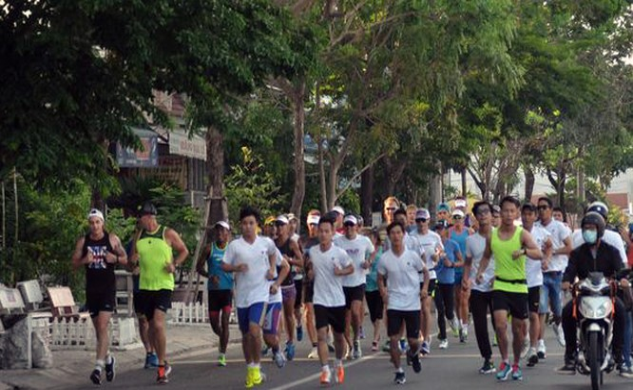 """2. Trong ngày 6/5, các VĐV đã """"làm nóng"""" đường phố Đà Nẵng với giải chạy từ thiện Newborns Run Out"""