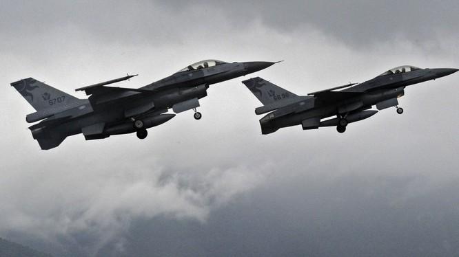 """Mỹ sợ Nga """"nẫng"""" hợp đồng cung cấp chiến đấu cơ cho vùng Vịnh"""