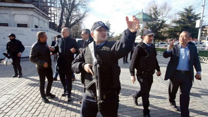 Video: Một nhà báo đối lập Thổ Nhĩ Kỳ bị bắn ở Istanbul