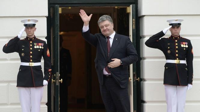 """Ông Poroshenko """"ngốn"""" 200 ngàn USD để đi thăm Mỹ"""