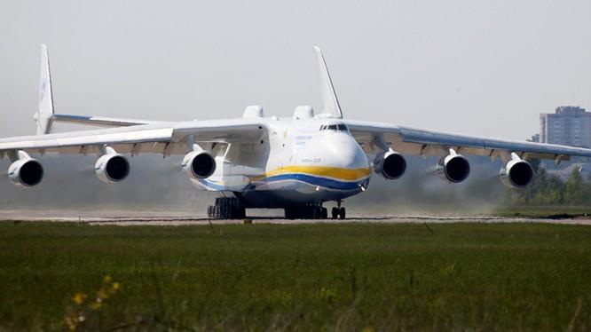 Máy bay vận tải lớn nhất thế giới chở máy phát điện 135 tấn từ Czech đến Australia