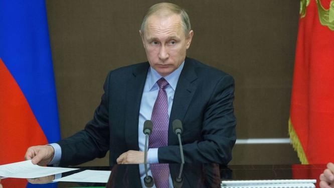 Video: Ông Putin phì cười trước sự hấp tấp của một vị tướng