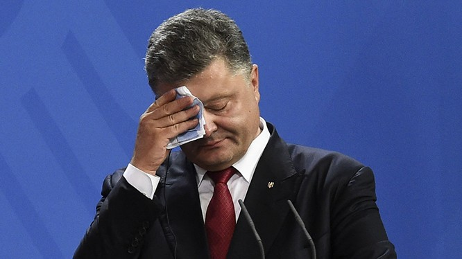 """Nghị sĩ Rada đón ông Poroshenko bằng lời hô """"Sự nhục nhã!"""""""