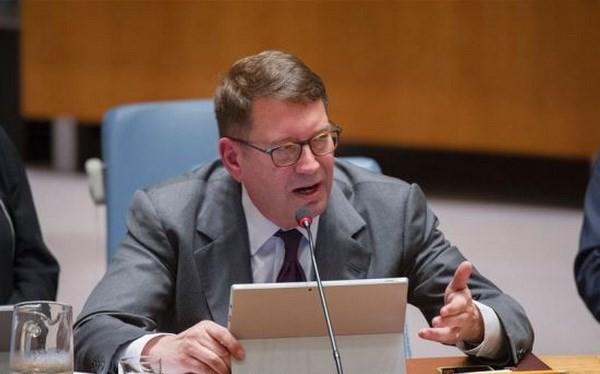 Phó chủ tịch đồng thời là cố vấn của Microsoft Steven A. Crown. (Nguồn: AFP)