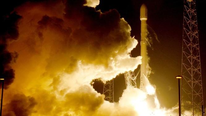 """Mỹ sợ Nga và Trung Quốc """"đánh úp"""" trên vũ trụ"""