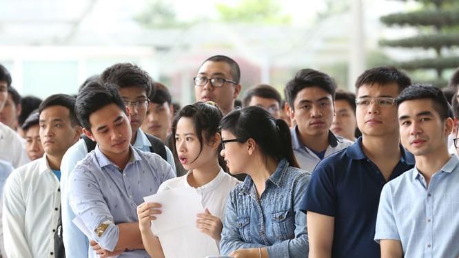 Hàng nghìn sinh viên tham dự cuộc thi tuyển do Samsung Việt Nam tổ chức ngày 14/5/2016.