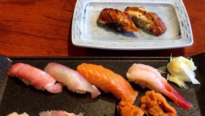 1. Sân bay Narita, Nhật Bản Sân bay Narita còn tên khác là Tokyo Narita, được xếp hạng là sân bay số một về phục vụ đồ ăn. Lựa chọn thức ăn ở đây rất đa dạng, từ những loại hải sản tươi ngon cho tới mì ramen. Món được yêu thích nhất tại sân bay Narita là