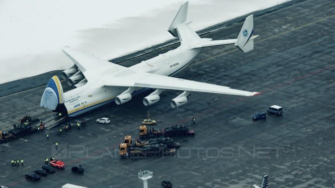 Chiếc phi cơ lớn nhất thế giới Antonov-225 Mriya, đã hạ cánh ở Perth, Australia trước sự hò reo chào đón nồng nhiệt của 20.000 người dân xứ sở chuột túi vào sáng 15/5. Máy bay chở hàng của Ukraine được thiết kế từ thập niên 80 của thế kỷ trước ở thời kỳ L