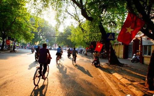 Khu vực Hà Nội ngày nắng ráo, đêm không mưa, gió đông bắc đến đông cấp 2-3