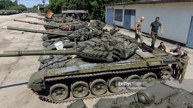 Xe tăng T-72 của quân đội Ukraine. Ảnh: AFP