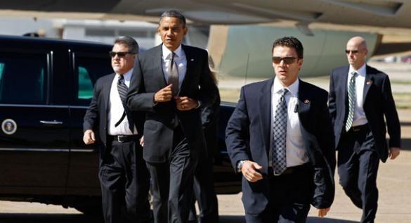 Các mật vụ luôn ở bên cạnh Obama 24/24 giờ trong mỗi chuyến công du nước ngoài. Ảnh: Flickr