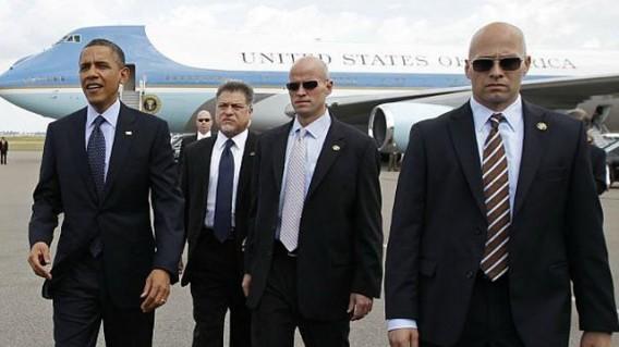 Ông Obam và đội vệ sĩ tháp tùng trong các chuyến công du