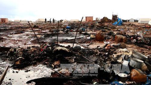 Hiện trường đổ nát sau một vụ không kích gần thị trấn Sarmada, tỉnh Idblib, nơi Mặt trận Al-Nursa kiểm soát ngày 5/5. Ảnh: AFP/TTXVN