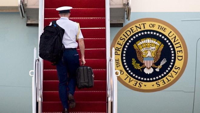 Video: Bí ẩn chiếc vali hạt nhân bất ly thân của Tổng thống Mỹ