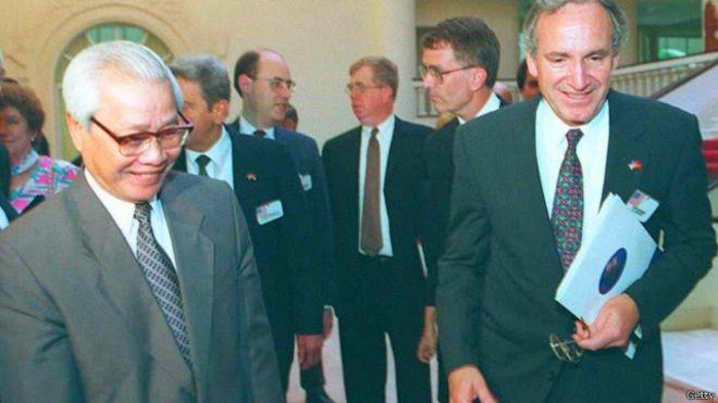 Thủ tướng Võ Văn Kiệt đón Thượng nghị sỹ Mỹ Tom Harkin thăm Hà Nội