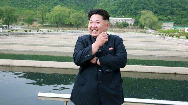 Nhà lãnh đạo Triều Tiên Kim Jong-un đang cố gắng để những hình ảnh ông thư giãn với điếu thuốc trên tay chỉ còn trong quá khứ.