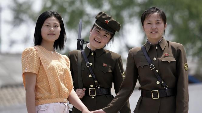 Từ năm 2015, việc nhập ngũ trở thành bắt buộc đối với tất cả phụ nữ Triều Tiên.