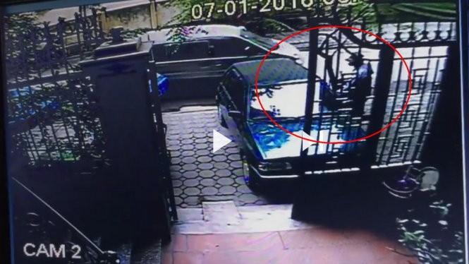 Nghi phạm gây ra vụ trộm xe chở vàng được camera an ninh ghi lại - ảnh chụp lại từ clip