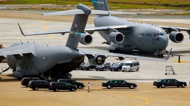 Các chuyên cơ chở xe chuyên dụng đáp xuống sân bay Tân Sơn Nhất (TP.HCM)